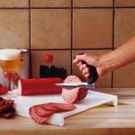 Piquer un aliment à couper