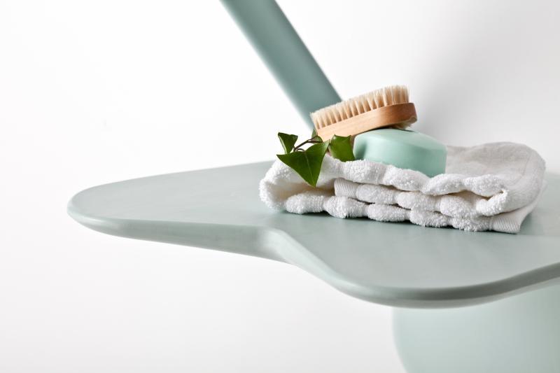 Etac Relax : Siège de douche design et épuré