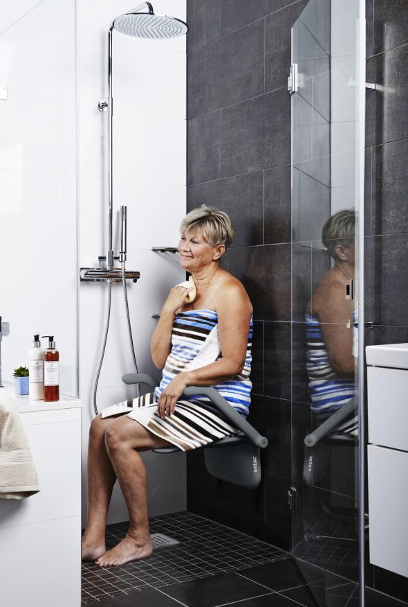 Le siège de douche Etac Relax ne prend pas de place